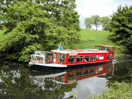 Pleasure cruising on the canal